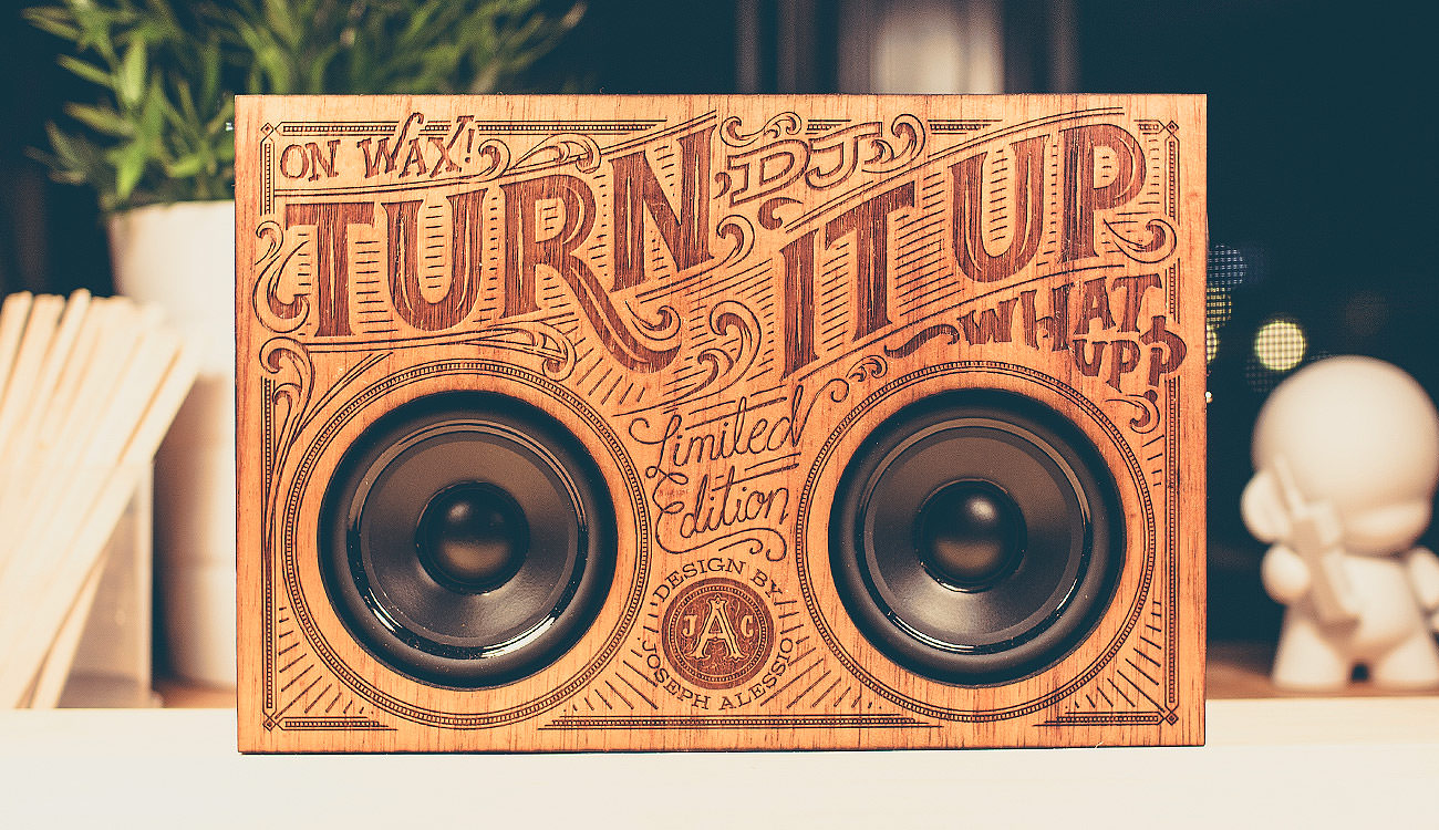 showcase-wooden-boombox-front-alessio